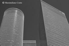 Solidi geometrici - Centro Azrieli, Tel Aviv, Israele (Massimiliano Contu) Tags: israele tel aviv grattacielo grattacieli architettura solidi geometrici geometrico geometria città centro azrieli center city israel skyscraper skysrapers geometric geometry solid architecture linee edificio palazzo building lines