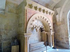 Tumba  romanica de Mudarra Catedral de Burgos claustro bajo (Rafael Gomez - http://micamara.es) Tags: tumba romanica de mudarra catedral burgos claustro bajo