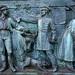 Kriegerdenkmal Schlosspark - Relief links (02)
