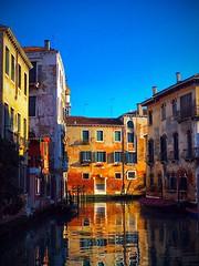2018-01-12 14.14.16 (gigi.cogo) Tags: venezia venice venedig venis veneto canal rio reflextion palazzi palace building water colors winter