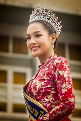 Thai Girl (♥siebe ©) Tags: 2018 chiangmai flowerfestival siebebaardafotografie thai thailand festival flowers girl portrait portret wwwsiebebaardafotografienl ขบวนแห่ งานเทศกาล ประเทศไทย รูปคน สาว เชียงใหม่ เมืองไทย ไทย nederland