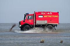 Rettung naht (jezebel_cux) Tags: cuxhaven cuxland niedersachsen lowersaxony nordsee northsea waddensea watt deutschland germany