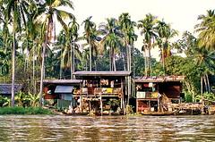 Living on the waterside (gerard eder) Tags: world travel reise viajes asia southeastasia thailand bangkok klongs wasser water city ciudades cityscape cityview städte stadtlandschaft outdoor house