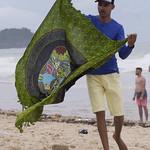 Vendedor de pareos, Praia dos Amores, Camboriú, Brasil thumbnail