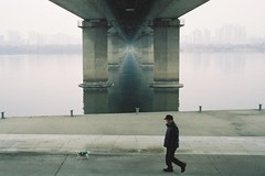 Han River (Seiman Choi) Tags: nikon28ti 28mm luckysuper200 35mmfilm compactfilmcamera hanriver hanrivertrail seoul korea