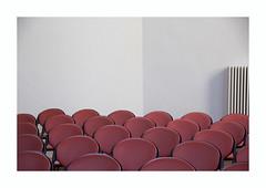 Les petites chaises rouges (hélène chantemerle) Tags: chaises mur radiateur blanc rouge chairs wall radiator white red