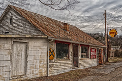 Store on Lakeshore (Back Road Photography (Kevin W. Jerrell)) Tags: oldstores stores oldbuildings abandoned nikond7200 backroadphotography ruralphotography countryroads morristown tennessee daysgoneby