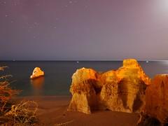 Nocturna en Portimao (jantoniojess) Tags: portugal algarve portimao nocturno paisaje paisajenocturno night noche moonlight rocasplaya playa praia sea horizonte mar largaexposición largaexposiciónnocturna panasoniclumixlx100 landscape longexposure