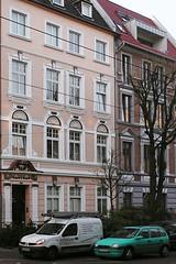 02 Flingern (nbrausse) Tags: deutschland düsseldorf flingern kunstausstellung cragg skulpturen architektur häuser gebäude altbauten fassaden