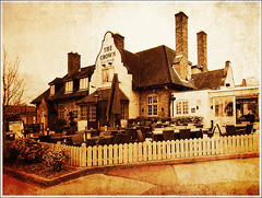 The Crown, Four Oaks (Jason 87030) Tags: thecrown emberinns menu food beer lunch freinds family birmingham midlands uk suttoncoldfield fourokas mids england pub inn olde frame border crwon boozer architecture vintage effect arty pse picmonkey building 2018 camera phone shot shoot place location sunday roast