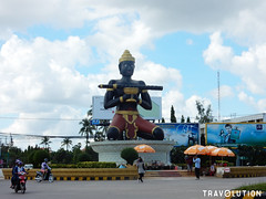 Ta Bong Statue, Battambang (Travolution360) Tags: cambodia battambang ta bong statue roundabout traffic guardian travel cambodge kambodscha history