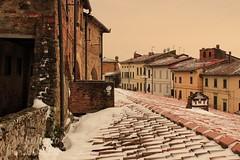 Tetti di Vinci innevati. (robymessina71) Tags: neve cittadivinci toscana scorcio