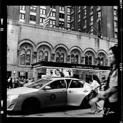 20 (louis.r.zurn) Tags: hasselblad500cm hasselblad 500cm 6x6 120 film 120film newyorkcity zeissdistagon zeiss50mmc zeiss50mmdistagon hp5 ilfordhp5 hp5ei800 ilfordfilm filmphotography streetphotography nycphotography newyorkcityfilmphotography hc110 blackandwhite blackandwhitefilm homedeveloping
