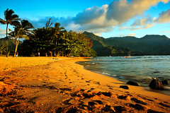Hawaii_20100526_224 (Shannon Cayze) Tags: beach canon5dmarkii canonef2470mmf28lusm hanaleibay hawaii kauai ocean rocks sand shannoncayze stregis sunset water princeville unitedstates us