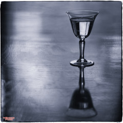 Happy Hour (MBates Foto) Tags: ambientlight availablelight blackandwhite existinglight foodandbeverage glass indoors monochrome nikon nikond810 zeisslens spokane washington unitedstates 99203