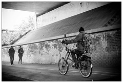 DSCF5338.jpg (srethore) Tags: street bw candid people noiretblanc photoderue meike 35mm