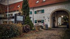 Dorf Düssel (Werner Thorenz) Tags: düssel wülfrath wuppertal mettmann düsseldorf fachwerkhaus timberedhouse velbert dorf landschaft landscape idylle torbogen arch archway pflastersteine pavingstones