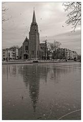L'église Sainte-Croix (Jean-Marie Lison) Tags: eos80d sigmaart bruxelles ixelles hiver glace églisesaintecroix clocher reflet noiretblanc nb monochrome