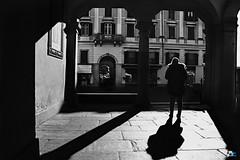 Super eroe (mrpistons (Giuliano)) Tags: street verbania intra vco italia nero ombre luci