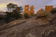 Siamese Twins Sunrise (Matt Thalman - Valley Man Photography) Tags: colorado coloradosprings gardenofthegods pikespeak siamesetwins landscape mountain rockformation rocks sandstone sunrise tree