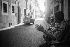 Montopoli 2017 (Peter Florian Schwindt) Tags: italia montopoli italy ape street streetphotography analog film blackandwhite monochrome leica leicam2