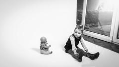Waiting. (icarium82) Tags: carlzeissplanar35mmf2 sonydscrx1rm2 portrait child monochrome people bw bnwblackandwhiteblackwhitewhiteandblackwnbschwarzweis face menschen monocolour canvas