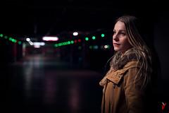 Robado. (Carlos Velayos) Tags: chica retrato portrait garage carpark aparcamiento mujer woman