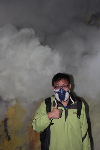 ijen火山一定要戴防毒口罩  因為相當的刺鼻