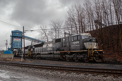 Ready To Load @ Portage, PA (Darryl Rule's Photography) Tags: 2018 alto altoona clouds cloudy cresson diesel diesels eastslope february gallitzin horseshoecurve lilly mcfarlanescurve middledivision ns norfolksouthern pa pc prr penncentral pennsy pennsylvania pennsylvaniarailroad pittsburghline portroyal portage positionsignals railroad railroads rain rainy rt53 signals snow snowing southfork summerhill sun sunny tipton tower train trains westslope winter