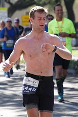 53 Rock 'n' Roll Marathon (Omunene) Tags: humanarocknrollmarathonneworleans2018 brooks race marathon 42195k 26219m esplanadeavenue faubourgstjohn neworleans runners shirtless pecs nipples navel bellybutton chest