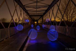 Esferas en el puente