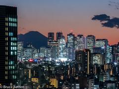 180126 Bunkyo Civic Center-02.jpg (Bruce Batten) Tags: night locations fuji tokyo urbanscenery mountains buildings atmosphericphenomena cloudssky subjects japan honshu bunkyōku tōkyōto jp