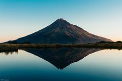 Golden Tip  金线 (Mr F Ding) Tags: summit reflection nikonnz nikon ngc taranaki nationalpark newzealand vsco water tan pond