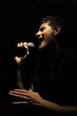 Showtime (alestaleiro) Tags: karaoke karaokê sing star estrella rock voice voz chant canto music livemusic brunoboggio bruno portrait retrato action perform act palco cenário show showtime alestaleiro