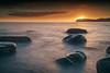 Frente al sol - Front to Sun (teredura58) Tags: arribolas playa sunstar estrella sol rocas