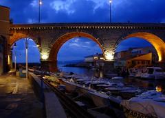 Marseille - Le Vallon des Auffes (Maxofmars) Tags: marseille marsella marsiglia france francia europe europa port puerto porto hiver winter soir evening city ville ciudad bridge