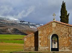 Descanso eterno (rosslera) Tags: azul verde luz descanso campo sierra nieve spain españa valledelana montaña cementerio navarra