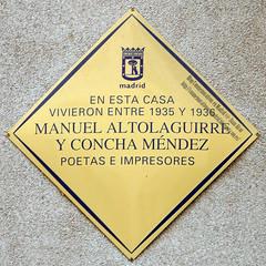 Placa Conmemorativa. Manuel Altolaguirre y Concha Mendez (Madrid) (Juan Alcor) Tags: placamemoria madrid españa spain placa conmemorativa rombo amarillo generaciondel27 manuelaltolaguirre conchamendez