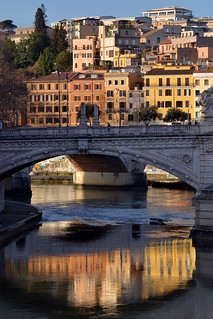 Low sun by the Tiber