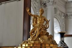 estatua dorada en el museo hermitage-san petersburgo (jordi doria 140) Tags: rusia1 rusia russia museohermitage sanpetersburgo