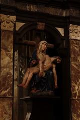 Lier, Vlaanderen, Sint-Gummaruskerk, pieta (groenling) Tags: lier belgium belgië be flanders vlaanderen sintgummaruskerk statue beeld wood carving woodcarving hout snijwerk houtsnijwerk beeldhouwwerk pieta jesus saint sint helige mary maria