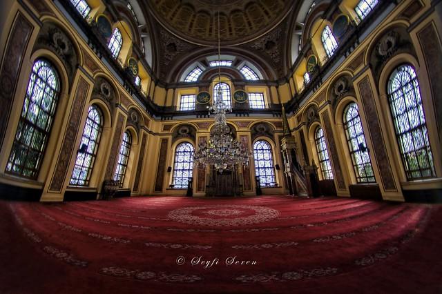 Bezmi Alem Valide Sultan Camii / Dolmabahçe Camii