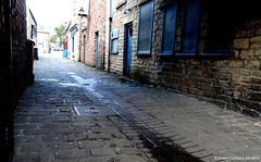 Bolsover Courtyard (1). Jan. 2018 (SimonHX100v) Tags: bolsover bolsovercourtyard derbyshire building buildings urban urbanphotography street candid streetphotography streetphoto streetphotographer photography streetstyle perspective pointofview lowpov pov depthoffield dof leadinglines january january2018 outdoor outdoors outside town village alley shop simonhx100v sonydschx100v sonyhx100v hx100v sonycybershotdschx100v derby