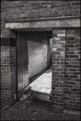 Alleyway Netherton (Garry Corbett) Tags: rowleyregis bumblehole theblackcountry netherton titanic canals graveyard pub mapardoesatnetherton cgarrycorbett2018 bluejazzbuddha