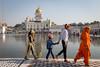 « Maman Orange » et ses petits (S. Torres) Tags: newdelhi famille familly malan mother orange connaughplace inde india delhi religion sikh temple worship prayer gurudwarabanglasahib
