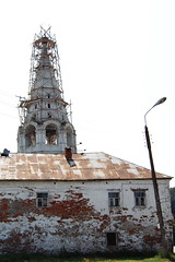 The bellfry covered by scaffolding (inotimazatiak) Tags: gorokhovets russia village city street streetphoto streetphotos old ancient countryside cityscape travel travelrussia traveloque travelphotos russian belltower bellfry architecture building