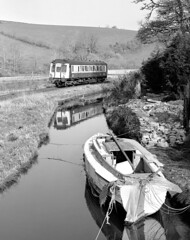 09.03 Liskeard-Looe at Sandplace. (johncheckley) Tags: train boat cornwall railway reflection
