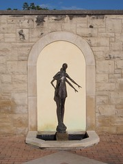 Woman with Shell (procrast8) Tags: kansas city mo missouri ewing muriel kauffman memorial garden woman shell sculpture tom corbin