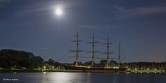 Vollmondnacht in Travemünde (Klaus Kehrls) Tags: travemünde nacht vollmond mond trave passat schleswigholstein nachtaufnahme schiffe segelschiffe
