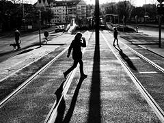 Winter Sun (Explored) (Leonegraph) Tags: explored contrast gegenlicht shadow schatten hanover monochrome einfarbig bw sw blanco negro bn schwarz weis black white leonegraph streetphotographer public öffentlich leben lebendig story urban photography spontan spontanious candid unaware unposed personen sitaution street 2017 europe europa germany deutschland bewegung blickrechts drausen eineperson gehen gx800 hannover kontrast linden mann silhouette tageslicht unkenntlich